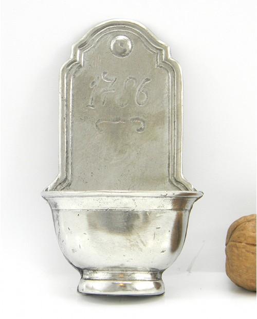 Pila de agua bendita estaño